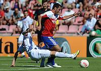 FUSSBALL  DFB POKAL        SAISON 2012/2013 SpVgg Unterchaching - 1. FC Koeln  18.08.2012 Kasper Przybylko (li, 1. FC Koeln) gegen Yasin Yilmaz (Unterhaching)