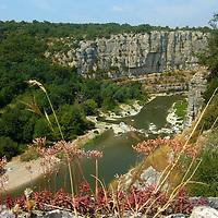 EN&gt; The Ardeche river in France entering the Cirque des Gens |<br /> SP&gt; El r&iacute;o Ardeche en Francia entrando al Cirque des Gens