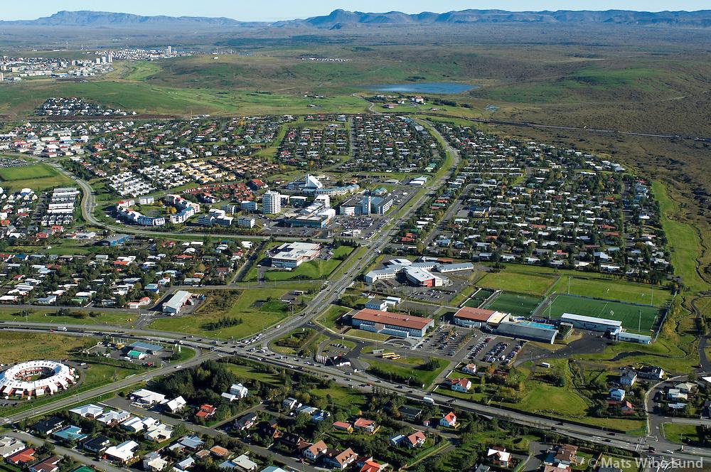 Garðabær miðbær og skólar séð til austurs / Gardabaer town centre and schools viewing east.