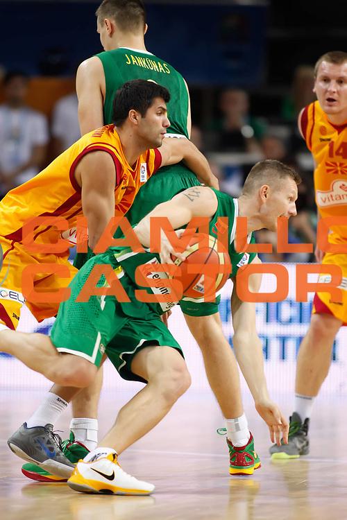 DESCRIZIONE : Kaunas Lithuania Lituania Eurobasket Men 2011 Quarter Final Round Macedonia Lituania F.Y.R. of Macedonia Lithuania<br /> GIOCATORE : Rimantas Kaukenas<br /> SQUADRA : Lituania Lithuania<br /> EVENTO : Eurobasket Men 2011<br /> GARA : Macedonia Lituania F.Y.R. of Macedonia Lithuania<br /> DATA : 14/09/2011 <br /> CATEGORIA : palleggio<br /> SPORT : Pallacanestro <br /> AUTORE : Agenzia Ciamillo-Castoria/ElioCastoria<br /> Galleria : Eurobasket Men 2011 <br /> Fotonotizia : Kaunas Lithuania Lituania Eurobasket Men 2011 Quarter Final Round Macedonia Lituania F.Y.R. of Macedonia Lithuania<br /> Predefinita :