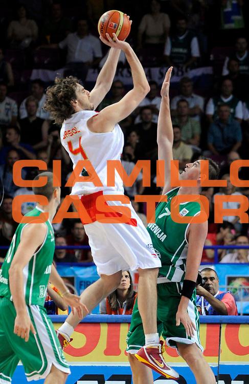 DESCRIZIONE : Warsaw Poland Polonia Eurobasket Men 2009 Preliminary Round  Spagna Slovenia Spain Slovenia<br /> GIOCATORE : Gasol Pau<br /> SQUADRA : Spagna Spain <br /> EVENTO : Eurobasket Men 2009<br /> GARA : Spagna Slovenia Spain<br /> DATA : 09/09/2009 <br /> CATEGORIA : tiro<br /> SPORT : Pallacanestro <br /> AUTORE : Agenzia Ciamillo-Castoria/N.Parausic<br /> Galleria : Eurobasket Men 2009 <br /> Fotonotizia : Warsaw Poland Polonia Eurobasket Men 2009 Preliminary Round Spagna  Slovenia Spain<br /> Predefinita : si