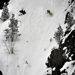 "Thierrry ""La Mulle"", Rossignol Pro Rider , attack a steep couloir in the La Mongie off piste ski domain."