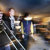 Nederland, Amsterdam ,8 januari 2011..Repetitie van de Amsterdamse band Jungle by night in een kelder op Prinseneiland..Jungle by Night bestaat uit negen Amsterdamse jongens met een gedeelde liefde voor afrobeat, funk, soul en jazz. In de nazomer van 2009 is de band opgericht .....Foto:Jean-Pierre Jans