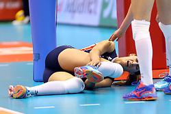 15-05-2016 JAP: OKT Nederland - Zuid Korea, Tokio<br /> Er is nog niets verloren, maar de volleybalsters van Oranje hebben tijdens het OKT een gevoelige 3-0 nederlaag geleden tegen Zuid-Korea / Robin de Kruijf #5 gaat door haar enkel en ligt geblesseerd op de grond