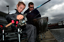 UK ENGLAND LONDON 10AUG06 - Angling Coach Keith Lancaster introduces inner city children to the secrets of angling at Canada Water Docks in East London. Thames 21 Angling Development Project at Canada Water Dock, London seeks to introduce and involve inner-city children with angling around various locations in London...jre/Photo by Jiri Rezac..© Jiri Rezac 2006..Contact: +44 (0) 7050 110 417.Mobile:  +44 (0) 7801 337 683.Office:  +44 (0) 20 8968 9635..Email:   jiri@jirirezac.com.Web:    www.jirirezac.com..© All images Jiri Rezac 2006 - All rights reserved.