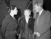 16/11/1959<br /> 11/16/1959<br /> 16 November 1959<br /> Siobhan McKenna at Damer Hall, Dublin. Picture shows (l-r): Siobhan McKenna; Maire Bhreathnach caomhnoir Gael - Linn and Denis O'Dea.