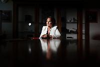 Madame Hubscher, Présidente de Caran d'Ache. Caran d'Ache est une entreprise suisse dont le siège se situe à Thônex, dans le canton de Genève. Elle fabrique essentiellement des objets pour la papeterie, tels que des crayons et des stylos.