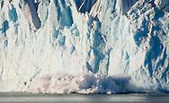 Nordenskold Glacier calving, South Georgia / Desprendimiento en Glaciar, Nordenskold, Isla de South Georgia, Océano Atlántico Sur