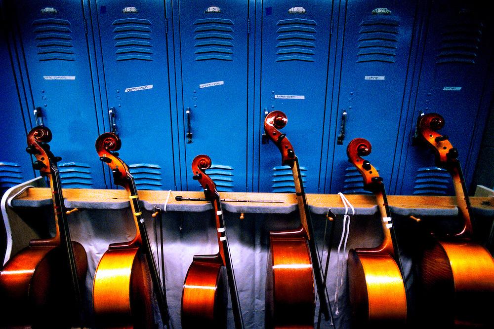 USA, New York, Bronx, 23 March 2005.The KIPP - Knowledge Is Power Program - is a network of schools in under-resourced communities in the United States. The schools are public but kids have to agree to spend 10 hours a day at school six days a week, and to keep to a high discipline. The KIPP was started by two motivated teachers and has proven to be extremely successful with a lot of students continuing on to college..The KIPP Academy in The Bronx ranks in the top 10% of all New York City Public Schools. It also has an orchestra where all the students play..Instruments lined up by the lockers.<br /> <br /> Etats-Unis, New York, Bronx, 23 mars 2005.Le KIPP (Knowledge is Power Program, en franc?ais, Programme Le Savoir est le Pouvoir), est un re?seau d'e?coles destine?es aux communaute?s de?favorise?es des Etats-Unis. Les e?coles sont publiques mais les enfants doivent accepter de venir a? l'e?cole 10 heures par jour six jours par semaine et se conformer a? une discipline stricte. Le KIPP a e?te? cre?e? par deux enseignants motive?s et a beaucoup de succe?s, une grande partie des e?le?ves poursuivant des e?tudes supe?rieures..La KIPP Academy du Bronx fait partie des 10% d'e?coles les plus co?te?es parmi les e?coles publiques de New York. Les e?le?ves font tous partie de l'orchestre de l'e?cole..Les instruments aligne?s devant les casiers des e?le?ves...&copy; Chris Maluszynski / MOMENT