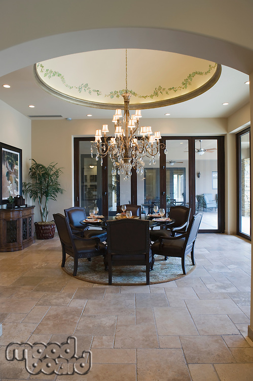 Circular dining room with ceiling detail