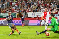 NOVI SAD - 18-08-2016, Vojvodina - AZ, Karadjordje Stadion, AZ speler Fred Friday scoort hier de 0-2, doelpunt, Vojvodina speler Kordic Marko.