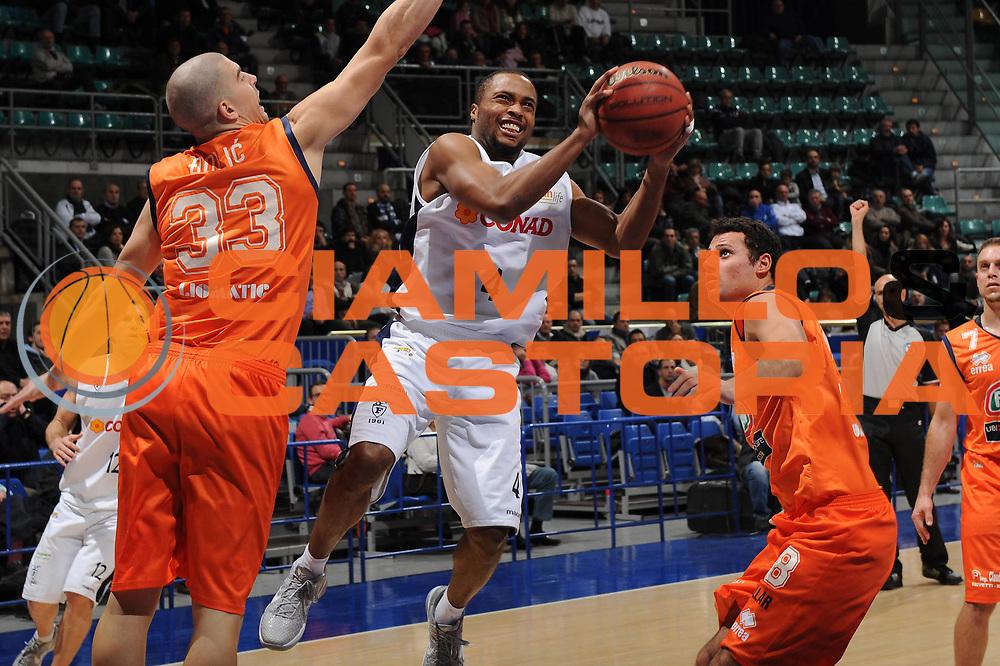 DESCRIZIONE : Bologna Lega Basket A2 2011-12 Conad Biancoblu Basket Bologna Fileni BPA Jesi<br /> GIOCATORE : Alfrie Tre Kelley<br /> CATEGORIA : tiro<br /> SQUADRA : Conad Biancoblu Basket Bologna<br /> EVENTO : Campionato Lega A2 2011-2012<br /> GARA : Conad Biancoblu Basket Bologna Fileni BPA Jesi<br /> DATA : 18/11/2011<br /> SPORT : Pallacanestro<br /> AUTORE : Agenzia Ciamillo-Castoria/M.Marchi<br /> Galleria : Lega Basket A2 2011-2012 <br /> Fotonotizia : Bologna Lega Basket A2 2011-12 Conad Biancoblu Basket Bologna Fileni BPA Jesi<br /> Predefinita :