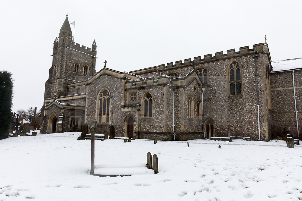 © Licensed to London News Pictures. 11/12/2017. Amersham, UK. A general view of the church in the snow in Amersham. Yesterday parts of the south east of England experienced heavy snow, with the home counties experiencing some of the worst conditions. Photo credit : Tom Nicholson/LNP