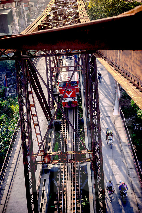 Train cross Long Bien Bridge, Hanoi, Vietnam, Southeast Asia