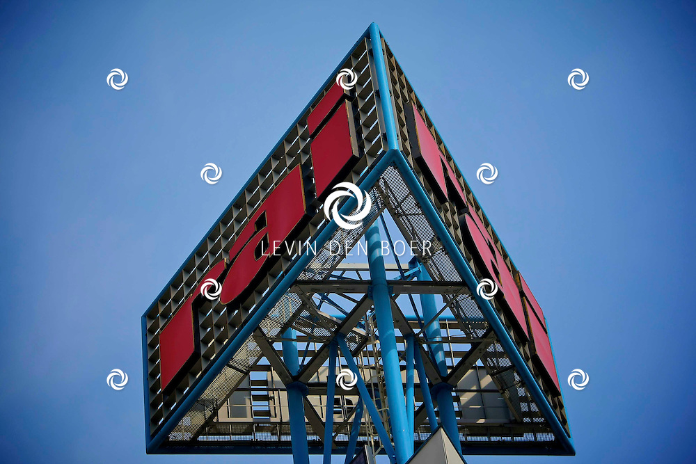 AMSTERDAM - Amsterdam RAI is een evenementenorganisatie en een beurscomplex in Amsterdam Zuid. Elk jaar worden er in Amsterdam RAI circa 50 internationale congressen en 70 beurzen gehouden. De RAI heeft een totale oppervlakte van 87.000 m2 en is voorzien van 22 congreszalen. Het telt 11 hallen. De grootste evenementenhal biedt plaats aan 12.900 zitplaatsen.