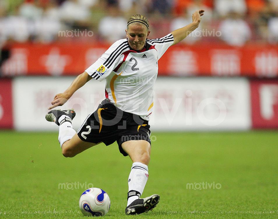 Fussball International Frauen WM China 2007  Eroeffnungsspiel im Hongkou WM Stadion Deutschland - Argentinien Germany - Argentina Kerstin STEGEMANN (GER).