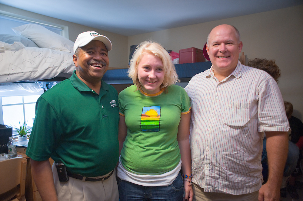 19026 Student move in day ...Dr. McDavis,Hailey Jackson,Mark Jackson