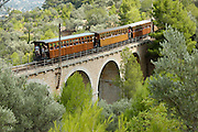 "Spanien Spain,Mallorca Balearen..Soller..Historischer Zug Palma - Soller ""roter Blitz"" auf Viadukt..historic railway train ""red flash"" on bridge...."