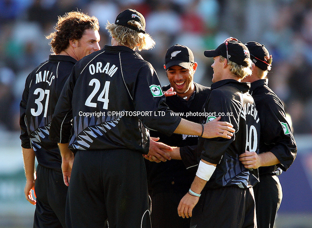 The New Zealand side celebrating during the 2nd ODI International cricket match between South Africa and New Zealand at the Sahara Park Newlands, Cape Town, South Africa, on Friday 28 October 2005. Photo: Carl Fourie/PHOTOSPORT