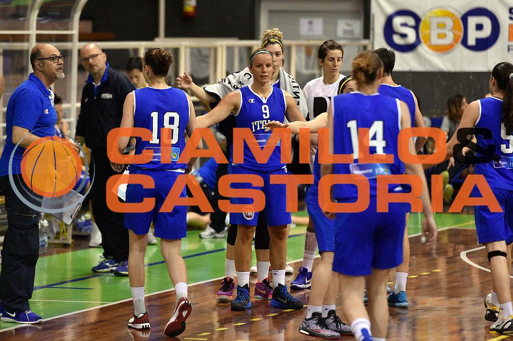 DESCRIZIONE : Pordenone Amichevole Pre Eurobasket 2015 Nazionale Italiana Femminile Senior Italia Australia Italy Australia<br /> GIOCATORE : team<br /> CATEGORIA : fairplay<br /> SQUADRA : Italia Italy<br /> EVENTO : Amichevole Pre Eurobasket 2015 Nazionale Italiana Femminile Senior<br /> GARA : Italia Australia Italy Australia<br /> DATA : 28/05/2015<br /> SPORT : Pallacanestro<br /> AUTORE : Agenzia Ciamillo-Castoria/GiulioCiamillo<br /> Galleria : Nazionale Italiana Femminile Senior<br /> Fotonotizia : Pordenone Amichevole Pre Eurobasket 2015 Nazionale Italiana Femminile Senior Italia Australia Italy Australia<br /> Predefinita :