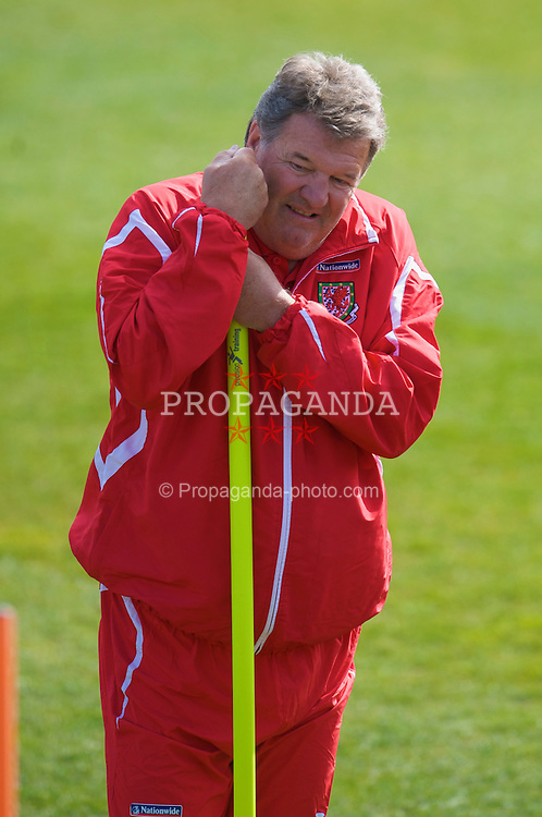 CARDIFF, WALES - Tuesday, March 24, 2009: Wales' manager John Toshack during training at the Vale of Glamorgan ahead of the 2010 FIFA World Cup Qualifying Group 4 match against Finland. (Pic by David Rawcliffe/Propaganda)