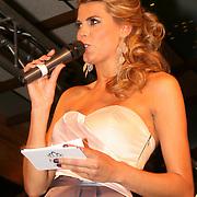 Kim Kötter presenteert halve finale miss overijssel 2012