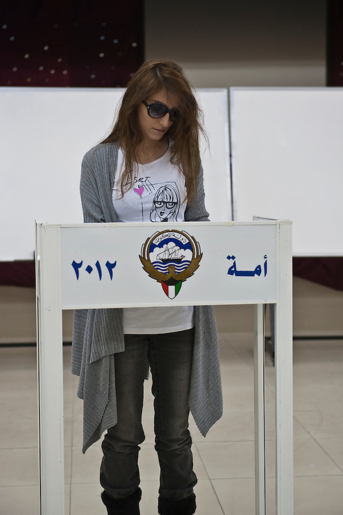 A Kuwaiti woman votes at a Kuwait City polling station in the February 2 parliamentary elections. A total of 400,296 Kuwaiti men and women are elligible to vote to choose from among some 285 candidates, including more than 20 women candidates, for a new 50-seat National Assembly (parliament).