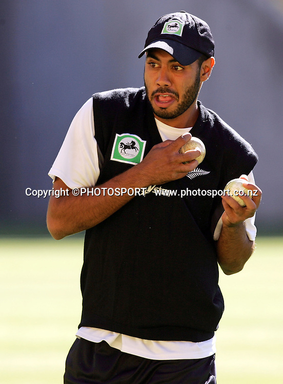 Jeetan Patel juggles a couple of balls during Black Caps training session at Westpac Stadium, Wellington, New Zealand on Wednesday February 13, 2007. Photo: John Cowpland/PHOTOSPORT