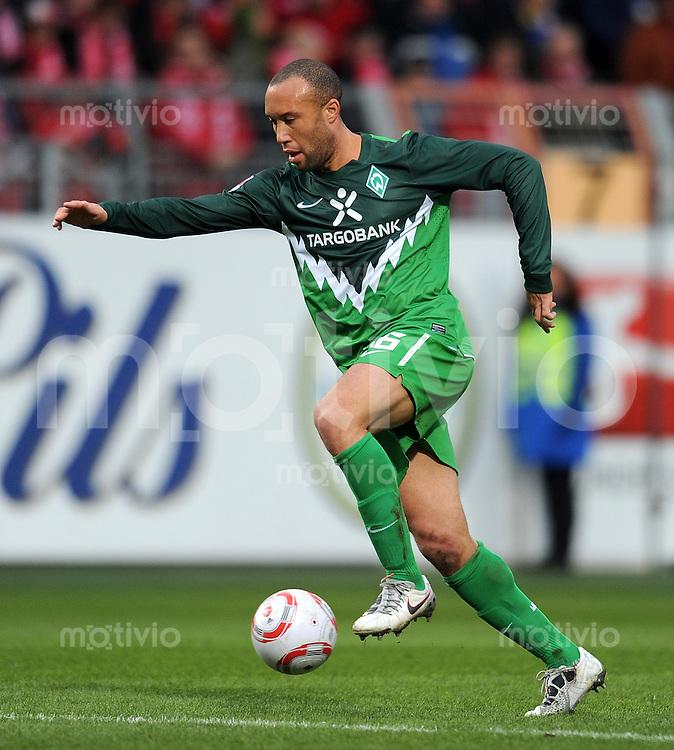 1. Fussball Bundesliga  Saison  2010/2011   21. Spieltag  05.02.2011 1 FSV Mainz 05 - SV Werder Bremen Mikael Silvestre (SV Werder Bremen)