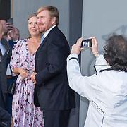 NLD/Amsterdam/20190916 - Prinses Irene viert verjaardag bij een ode aan de natuur, Koning Willem Alexander wordt op afstand gefotografeerd door een toeschouwer