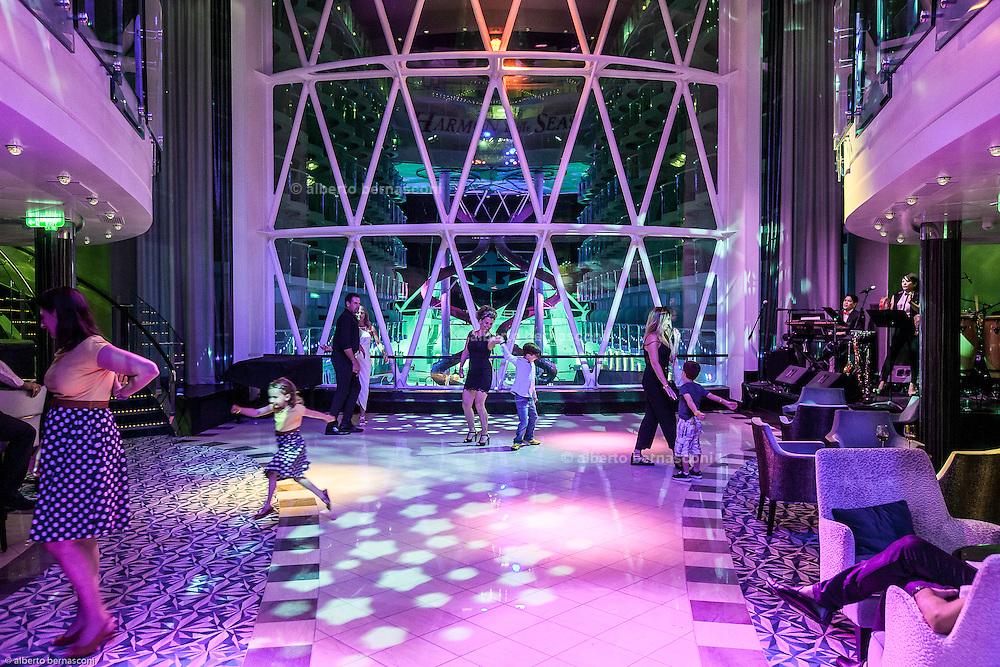 Royal Caribbean, Harmony of the Seas, disco night