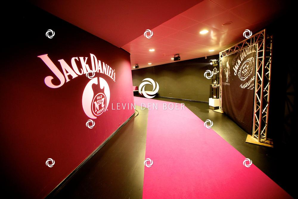 AMSTERDAM - In de Ziggo Dome is de eerste officiële Jack Daniel's bar in Europa geopend. Met op de foto de rood paarse loper van Jack Daniel's. FOTO LEVIN DEN BOER - PERSFOTO.NU