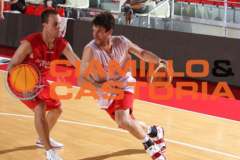 DESCRIZIONE : Teramo Lega A 2009-10 Basket Bancatercas Teramo Allenamento<br /> GIOCATORE : Drake Diener<br /> SQUADRA : Bancatercas Teramo<br /> EVENTO : Campionato Lega A 2009-2010 <br /> GARA : <br /> DATA : 02/09/2009<br /> CATEGORIA : Allenamento penetrazione<br /> SPORT : Pallacanestro <br /> AUTORE : Agenzia Ciamillo-Castoria/C.De Massis