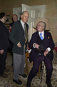Lord Glenconner and John Mortimer. Tina Brown CBE and Birthday party hosted by Sally Greene. Cheyne Walk. London 21 November 2000. © Copyright Photograph by Dafydd Jones 66 Stockwell Park Rd. London SW9 0DA Tel 020 7733 0108 www.dafjones.com