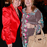 NLD/Amsterdam/20110308 - Modeshow Raak 2011, Lucienne Kenter en zus mw. Bouquet