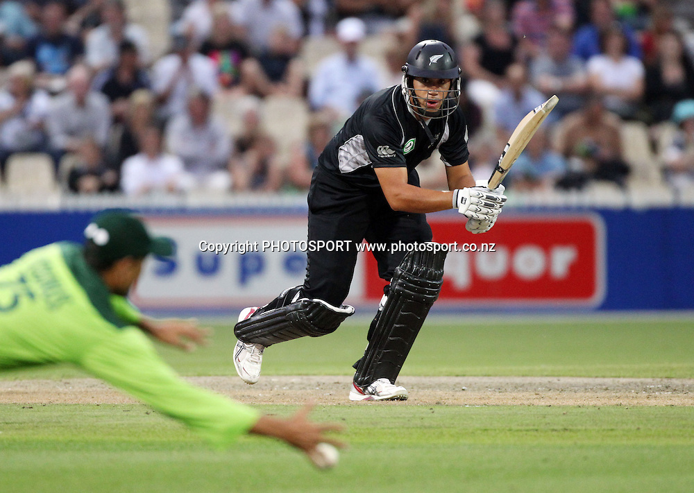 Ross Taylor batting during the 5th ODI, Black Caps v Pakistan, One Day International Cricket. Seddon Park, Hamilton, New Zealand. Wednesday 3 February 2011. Photo: Andrew Cornaga/photosport.co.nz