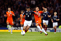 Football<br /> 09/09/2009 <br /> SCOTLAND V NETHERLANDS: <br /> PAUL HARTLEY (SCO) GETS TO GRIPS WITH WESLEY SNEIJDER  DURING THE 2010 WORLD CUP QUALIFIER AT HAMPDEN PARK, GLASGOW.<br /> CREDIT: COLORSPORT