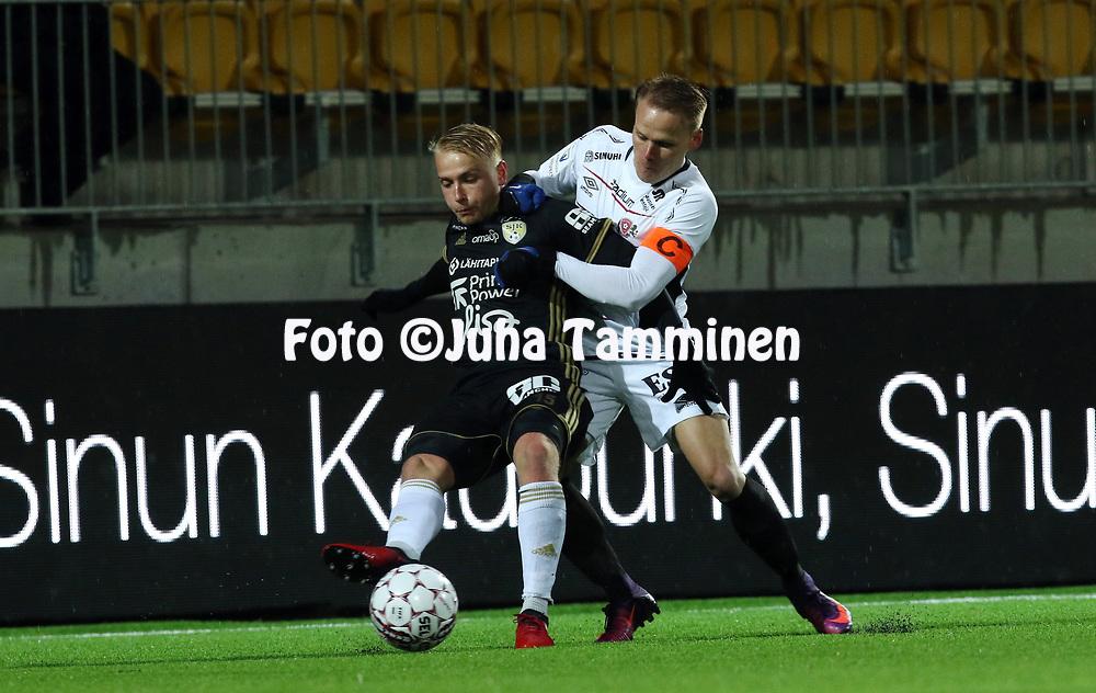 5.4.2017, OmaSP Stadion, Sein&auml;joki.<br /> Veikkausliiga 2017.<br /> Sein&auml;joen Jalkapallokerho - FC Lahti.<br /> Matti Klinga (SJK) v Mikko Hauhia (FC Lahti).