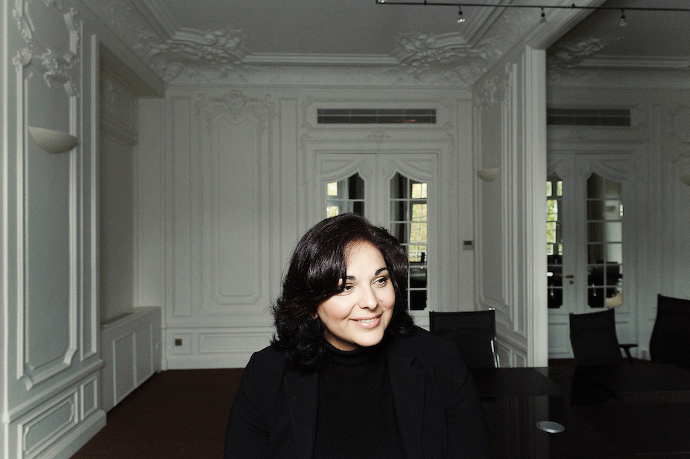 PARIS, FRANCE. 9 NOVEMBRE 2010. Yas Banifatemi, lawyer at Shearman & Sterling LLP, here in their offices on the Champs-Elysees. (photo: Antoine Doyen)