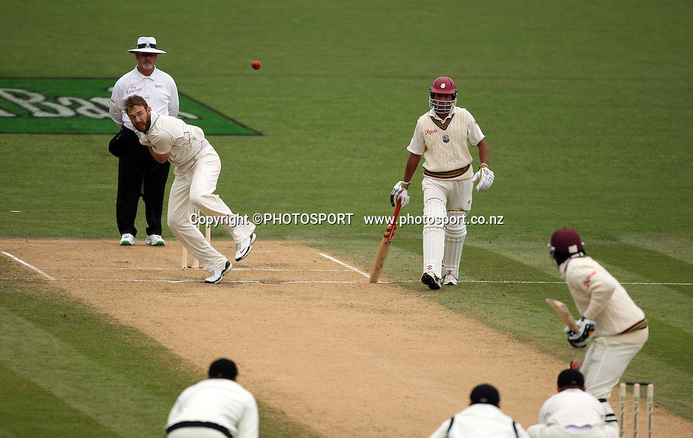 Daniel Vettori bowls to Chris Gayle during play on day 3 of the second cricket test at McLean Park in Napier. National Bank Test Series, New Zealand v West Indies, Sunday 21 December 2008. Photo: Andrew Cornaga/PHOTOSPORT