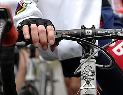 06-01-2007 WIELRENNEN: NK VELDRIJDEN VROUWEN: WOERDEN<br /> Stuur , item wielrennen veldrijden creative handschoenen<br /> ©2007-WWW.FOTOHOOGENDOORN.NL