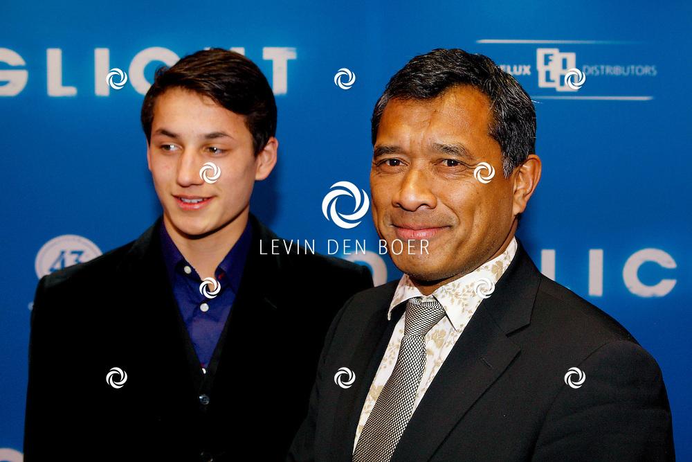 AMSTERDAM - In het Tuschinski Theater is de Nederlandse Triller 'Daglicht' in Premiere gegaan. Met op de foto  Martin Schwab met zijn zoon Isaac.