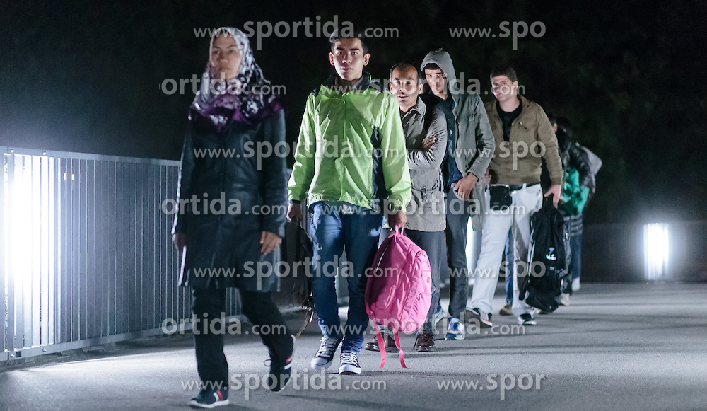 03.10.2015, Grenzübergang, Salzburg - Freilassing, GER, Flüchtlingskrise in der EU, im Bild Flüchtlinge kommen in Deutschland an, nachdem Sie die Brücke überquert haben // Refugees arrive in Germany after you have crossed the bridge. Europe is dealing with its greatest influx of migrants and asylum seekers since World War II as immigrants fleeing war and poverty in the Middle East, Afghanistan and Africa try to reach Germany and other Western European countries, Austrian - German Border, Freilassing, Germany on 2015/10/03. EXPA Pictures © 2015, PhotoCredit: EXPA/ JFK