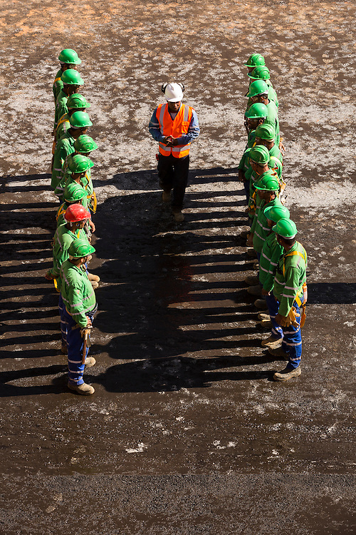 Confins_MG, Brasil.<br /> <br /> Obra de pavimentacao de vias no arredor do aeroporto de Confins em Confins Minas Gerais.<br /> <br /> Works of paving the roads in the area surrounding the Confins in Confins, Minas Gerais.<br /> <br /> Foto: RAFAEL MOTTA / NITRO