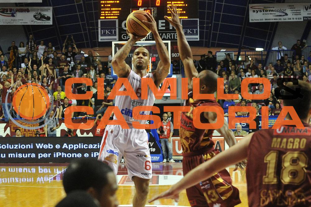 DESCRIZIONE : Venezia Lega A 2012-13 Umana Venezia Cimberio Varese<br /> GIOCATORE : adrian banks<br /> CATEGORIA : tiro<br /> SQUADRA : Umana Venezia Cimberio Varese<br /> EVENTO : Campionato Lega A 2012-2013 <br /> GARA : Umana Venezia Cimberio Varese<br /> DATA : 05/05/2013<br /> SPORT : Pallacanestro <br /> AUTORE : Agenzia Ciamillo-Castoria/M.Gregolin<br /> Galleria : Lega Basket A 2012-2013  <br /> Fotonotizia : Venezia Lega A 2012-13 Umana Venezia Cimberio Varese<br /> Predefinita :