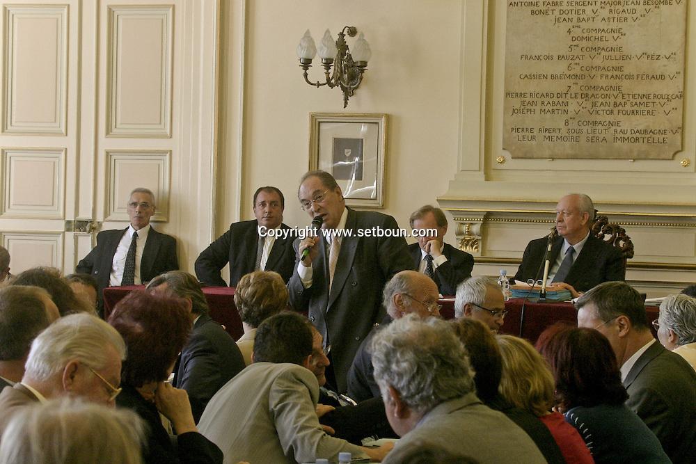 conseil municipal avec le maire J.C Gaudin à la mairie  Marseille  France / city hall council with the mayor J.C. Gaudin    France  / L0008254