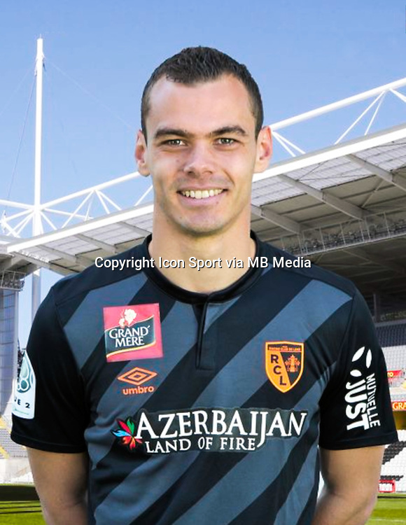 Joris DELLE - 30.10.2015 - Portrait Officiel - Lens<br /> Photo : RC Lens / Icon Sport