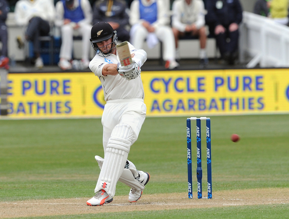 New Zealand's Kane Williamson batting against Sri Lanka on day three of the first International Cricket Test, University Cricket Oval, Dunedin, New Zealand, Saturday, December 12, 2015. Credit:SNPA / Ross Setford