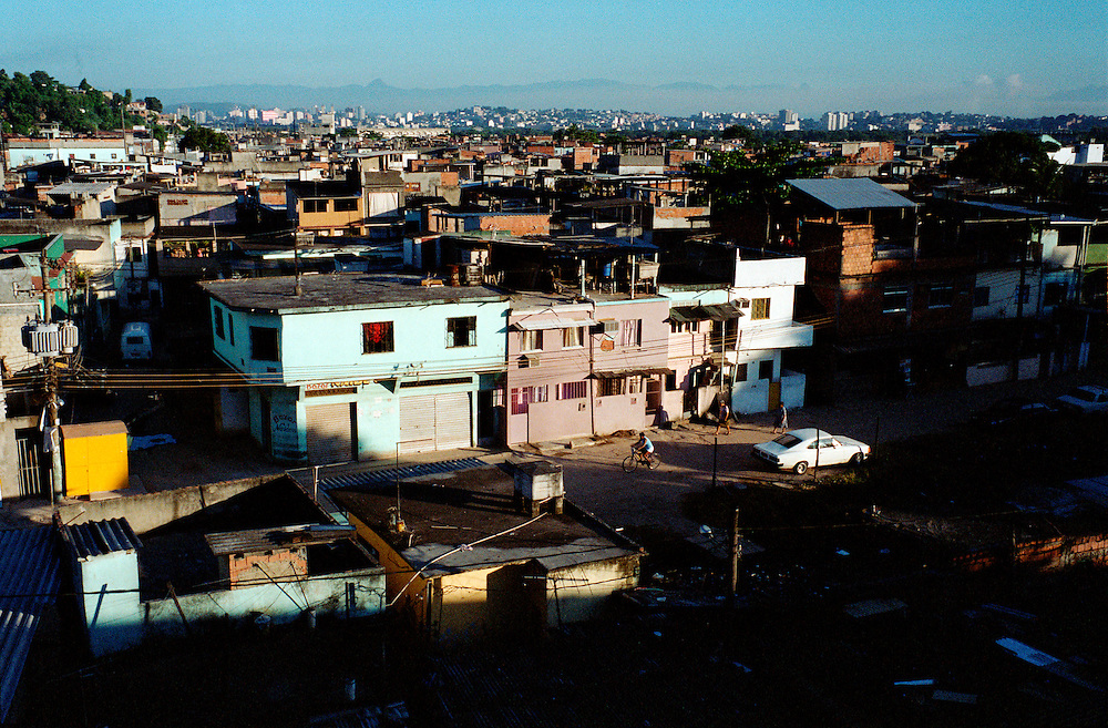 View on Vigario Geral and its neighbouring favela Parada de Lucas. The instability of the leadership over the drug traffic in these two shantytowns lead to frequent outbursts of violence. Rio de Janerio, Brazil. 2001