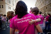 2013/06/15 Roma, corteo del Gay Pride 2013. Nella foto una una donna con il suo bambino.<br /> Rome, Gay Pride rally 2013. In the picture a woman with her child wear a t-shirt reading ' It's love that creates a family ' - &copy; PIERPAOLO SCAVUZZO